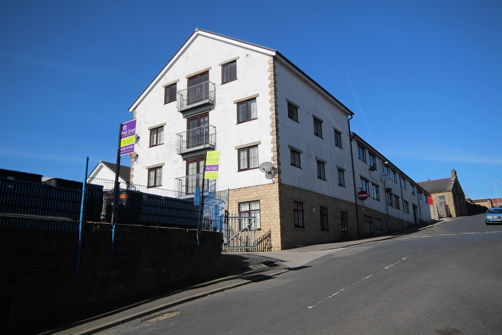 2 bedroom apartment For Sale in Colne - Main Image